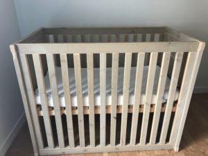 Babybed zijkant