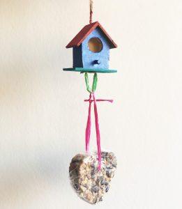 Vogelhuisje met vetbol