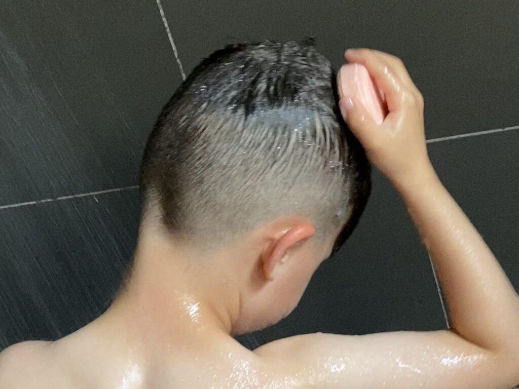 Shampoo bar gebruiken